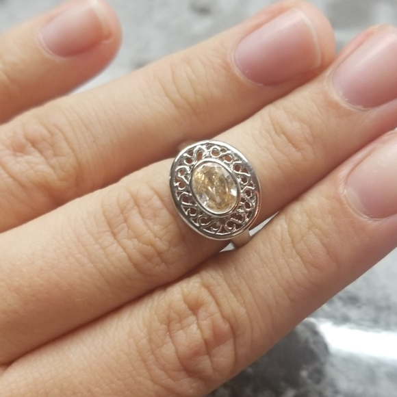 Jewelry - Oval ring